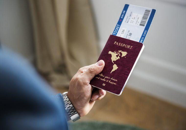 paszport i bilet lotniczy