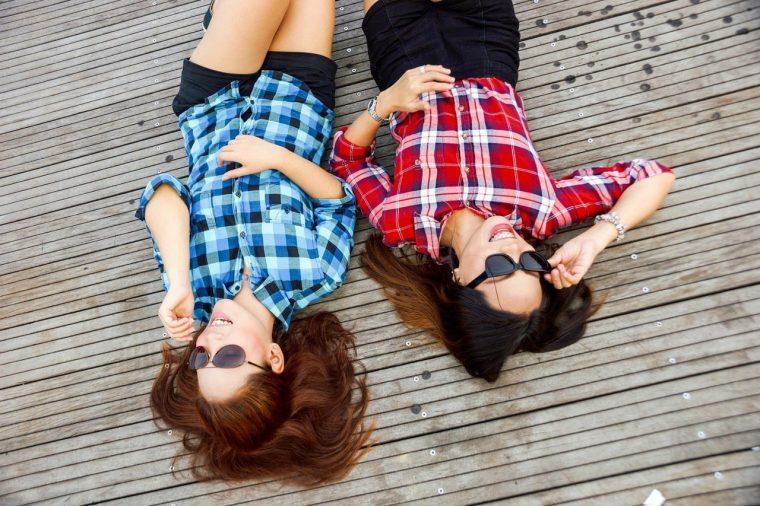 Get along with - być z kimś w przyjacielskich relacjach