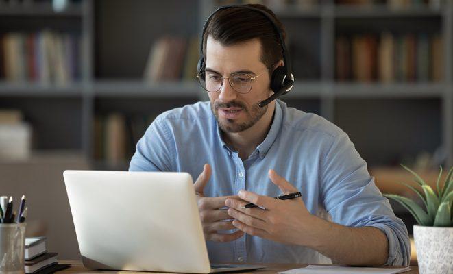 Lektor native speaker uczący online